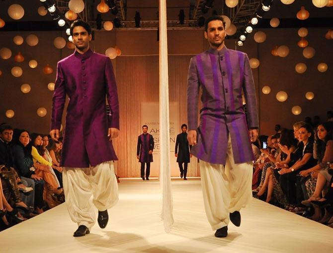 achkan-with-dhoti-pants